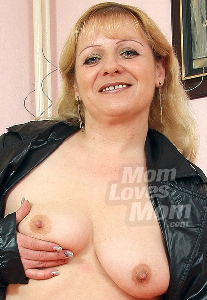 Oldnanny Hot Mature Lady Solo